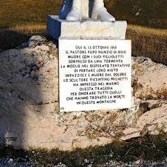 La lapide commemorativa. Settembre 2013