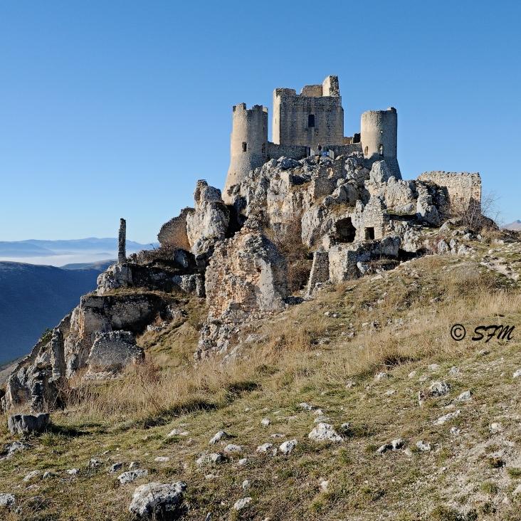 La Rocca e i ruderi del borgo originario. Dicembre 2016