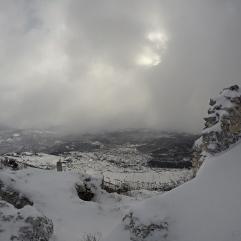 Dai ruderi di Calascio verso la piana di Navelli. Gennaio 2016