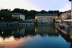 La vasca termale al centro di Bagno Vignoni. Giugno 2016