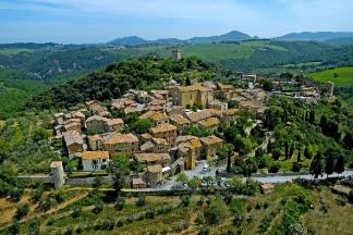 Il borgo di Monticchiello dall'alto. fonte: web