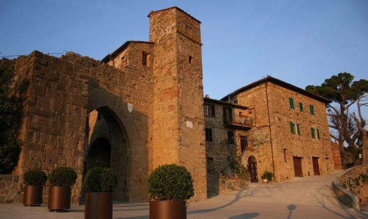La Porta di ingresso a Monticchiello. fonte: web